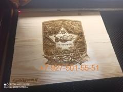 007 Гравировка лазерная на ящике (логотип)