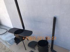 Печь № 0838-3мм. под казан 6,8л. с полками и зольником, с трубой и дверцей, со съемными ногами и полкой под дрова