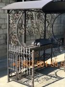 Мангал с крышей № 0056 (ковка) Витые столбы, печка, рисунок под крышей